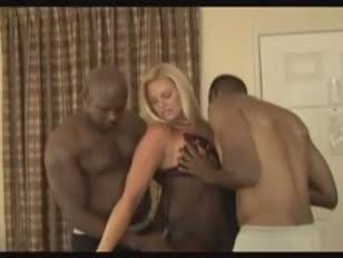 Red-hot platinum-blonde penetrante 3 meninos