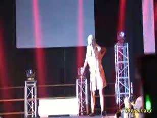 Mastrubação pública em sexshow