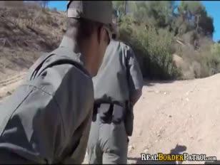 Agente fronteiriço blackmails adolescente ilegal hispânico