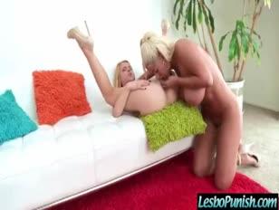 Alina e bridgette linda garota ultra-fofinha fucktoys fuck-a-thon punida por movida lésbica 11